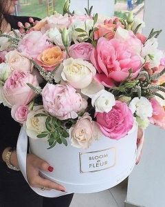 Luxury box of peonyes and roses and meadow flowers (60 stems)