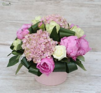 pink pot with hydrangeas, roses and peonies (12 st)