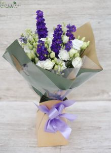 blue-white bouquet with delphinium in papervase (12 st)