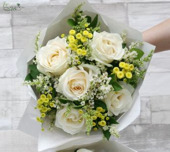 Round bouquet with 5 roses, 9 smallflowers