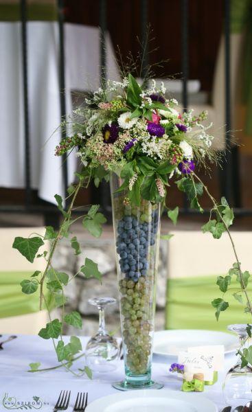 c61a69cf2b Asztaldísz borászati szőlős stílus (fehér, lila, kék, rózsaszín, őszirózsa,  rózsa, sóvirág, sedum) Bélapátfalva, esküvő (id: 10074)