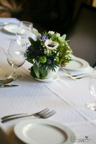 7f77fd4117 Asztaldísz bögrében, mohával, Mezzo Music Restaurant Budapest, (anemone,  muscari, krizi, jácint, kék, fehér), esküvő (id: 8534)