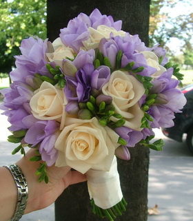 rózsa, frézia menyasszonyi csokor - esküvő virág
