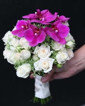 bokros rózsa, phalaenopsis orchidea menyasszonyi csokor - esküvő virág