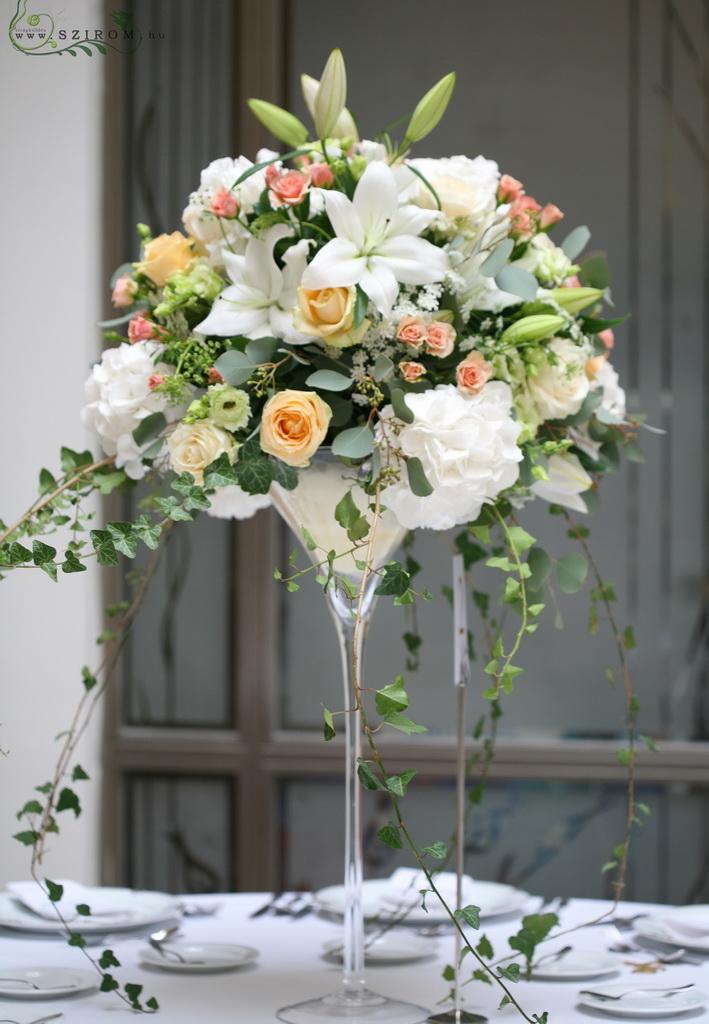 7026bb0f27 Esküvői magas asztaldísz Gerbeaud ház átrium terem (hortenzia, rózsa,  liziantusz, liliom, fehér, rózsaszín, barack ) (id: 10056)