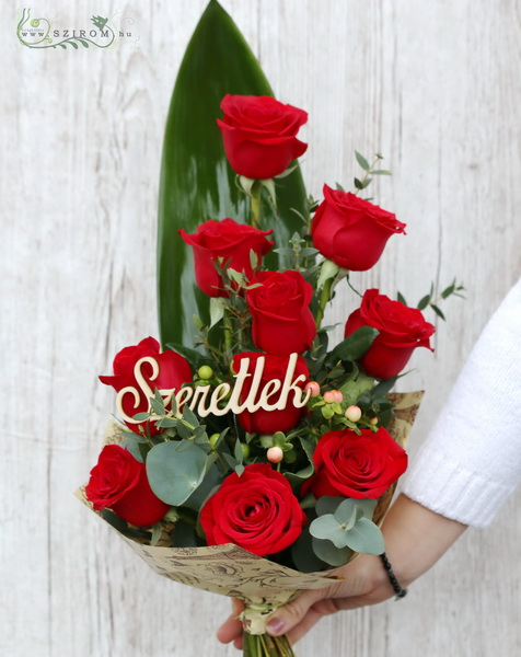 10 red roses in tall bouquet, with I love you wooden sign - virágküldés