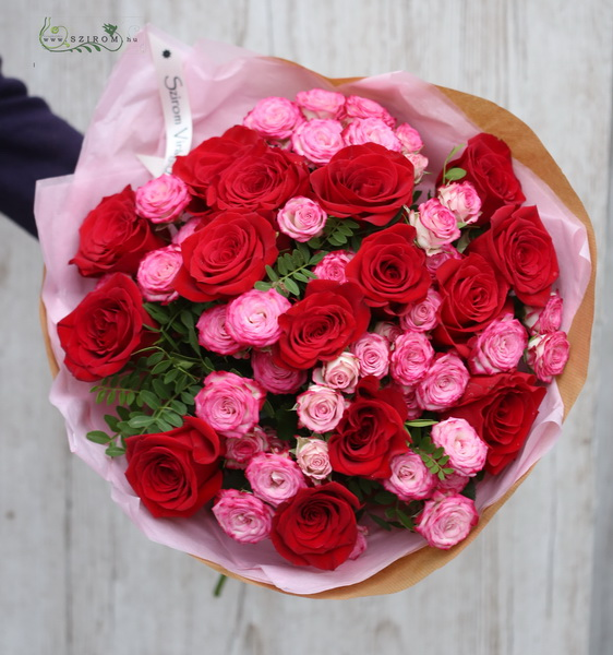 red roses with pink spray roses (25 stems) - virágküldés