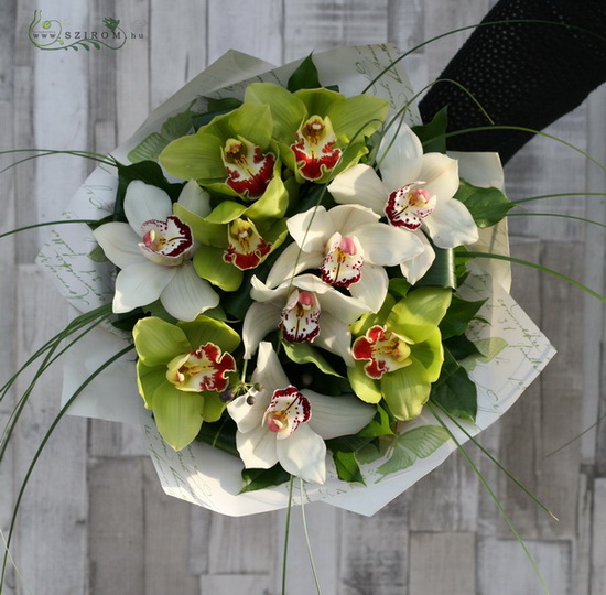 white and green orchid bouquet with berries (10 stems) - virágküldés