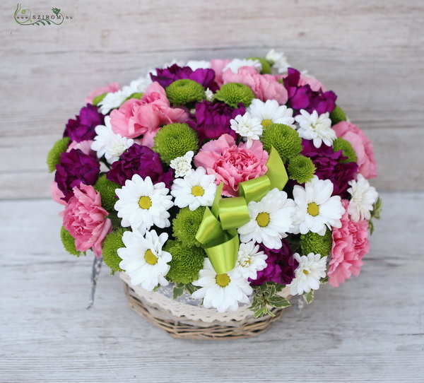 basket with daisies and carnations (26 stems) - virágküldés