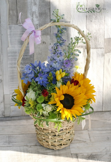 summer basket with sunflowers (11 stems) - virágküldés