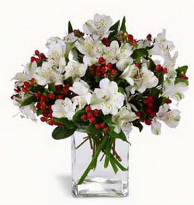 9 fehér inkaliliom 6 hypericum bogyóval,  üvegkockában - virágküldés
