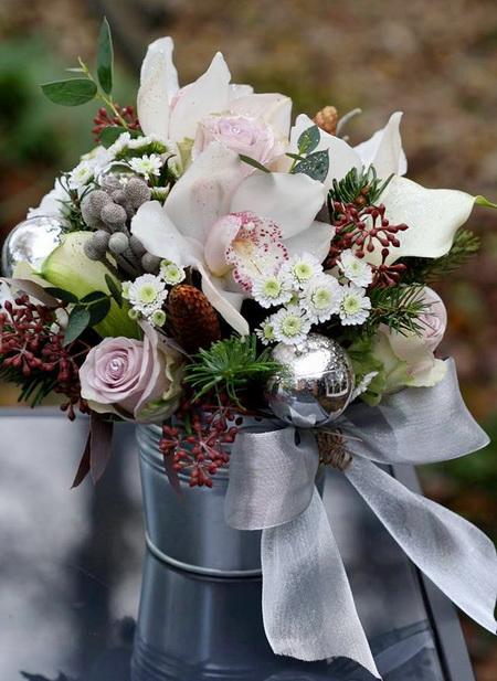 téli kompozíció orchideával (17 szál) - Szirom