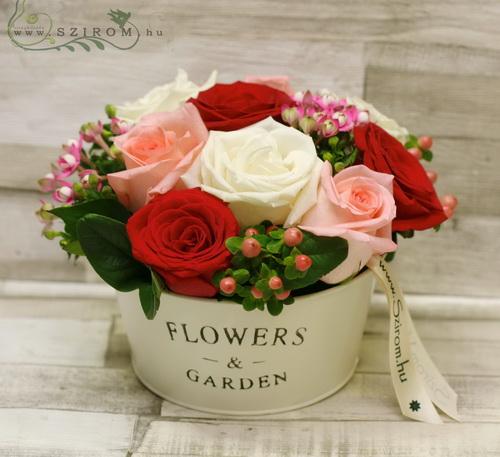 rózsa flowers & garden (17 szál, rózsa, bouvardia, hypericum, rózsaszín, fehér, vörös) - virágküldés