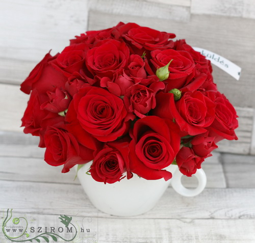 A cup of red roses (25 stems, spray and big roses) - virágküldés
