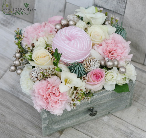 drawer with pastel flowers, with hank candle (12 stems) - virágküldés
