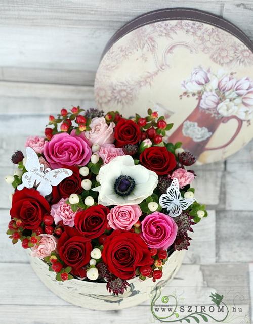 Romantikus pillangós rózsadoboz (21 szálas box) - virágküldés