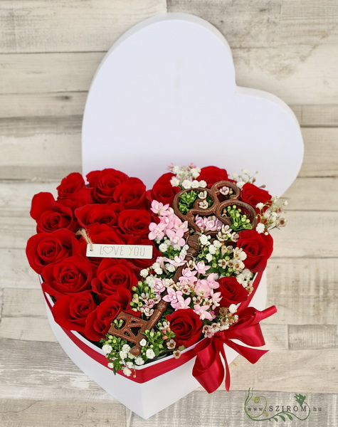 Szívem kulcsa rózsadoboz (19 vörös rózsa, apró virágokkal, nagy kulccsal) - virágküldés