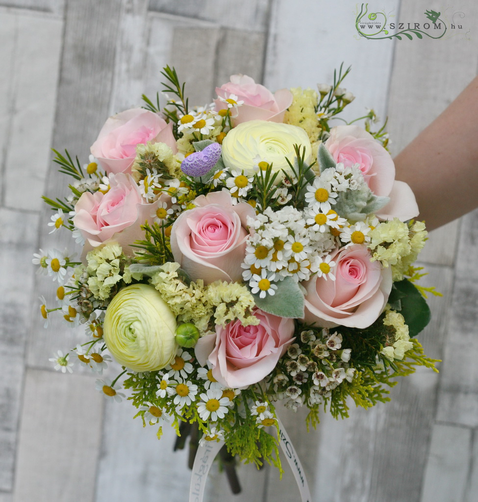 Bridal bouquet with roses, ranunculuses, camomilles (cream, pink)