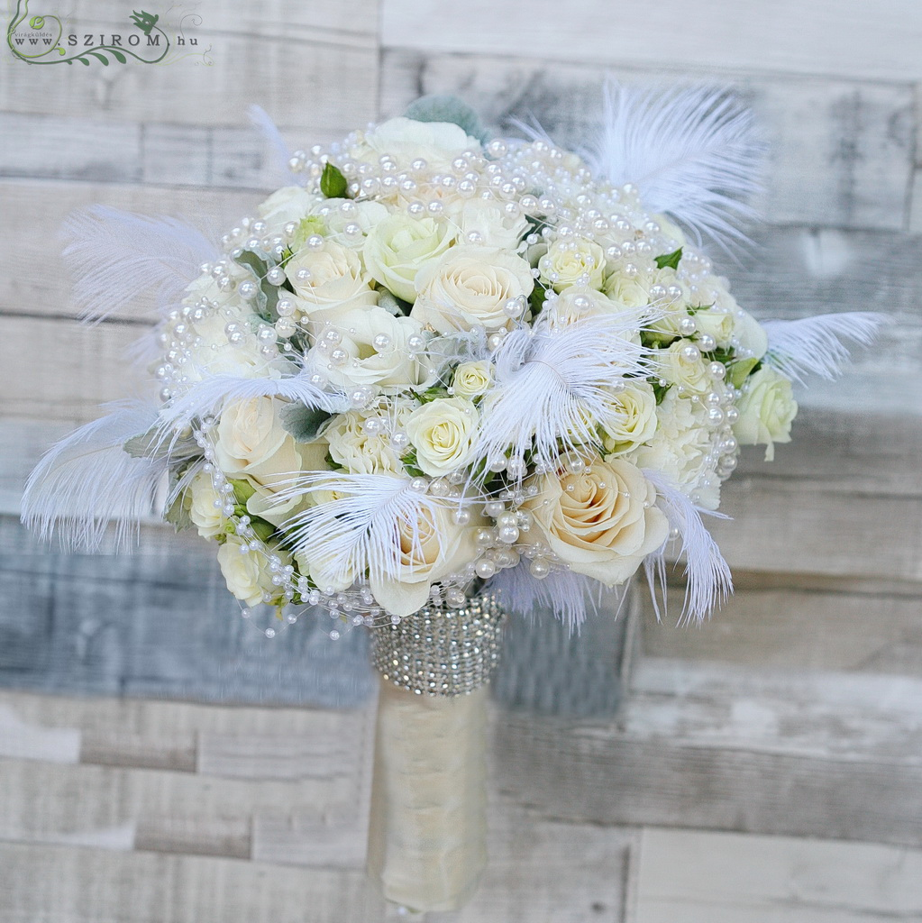 Bridal bouquet Gatsby style with feathers (rose, white, cream)