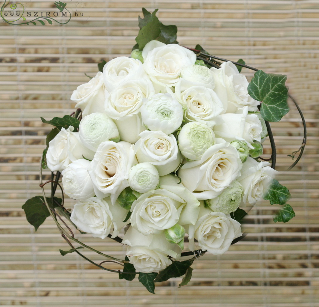 Bridal bouquet with buttercups, roses, frnning ivy (white)