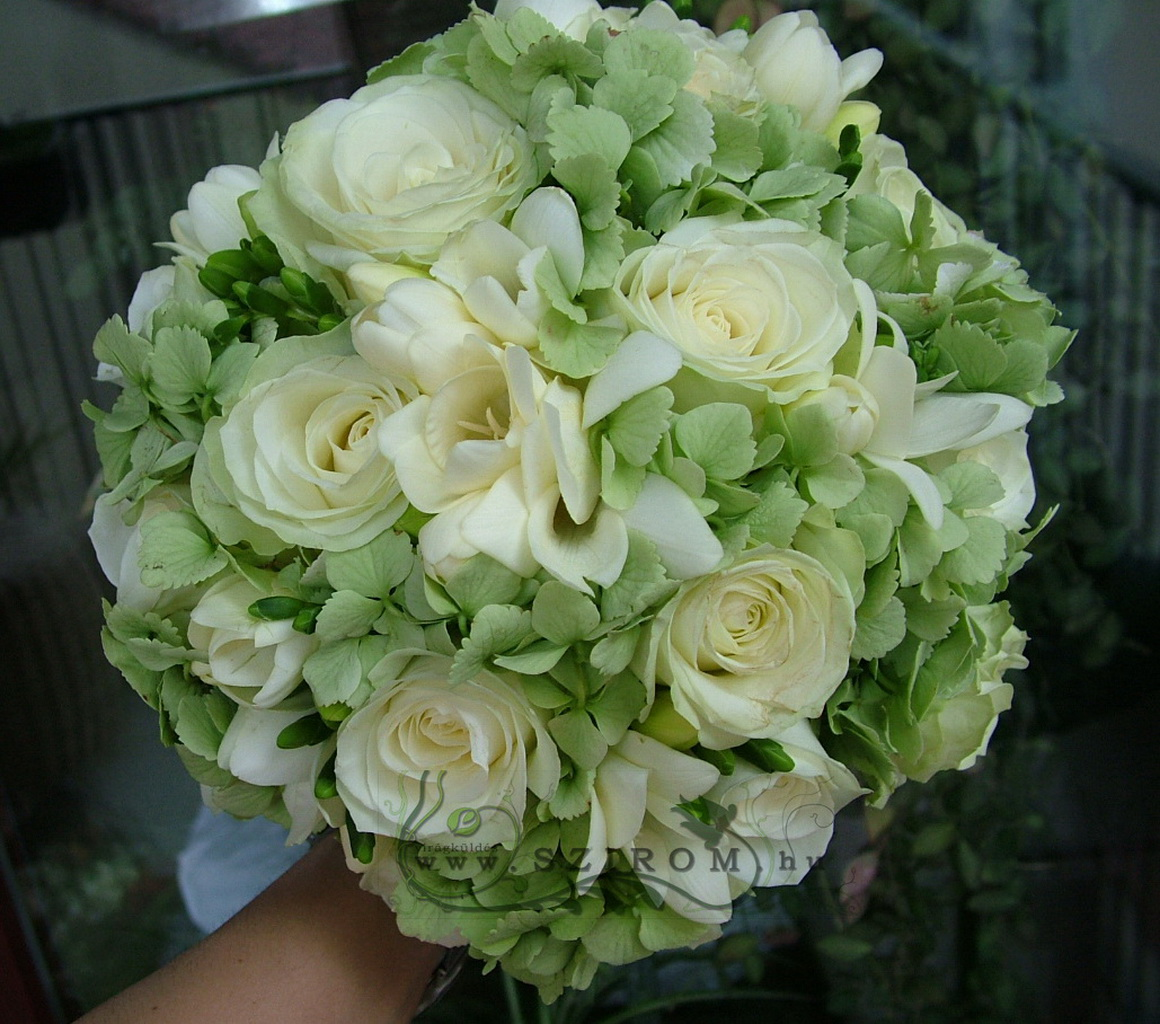 Bridal bouquet with hydrangea, freesia, rose (white)