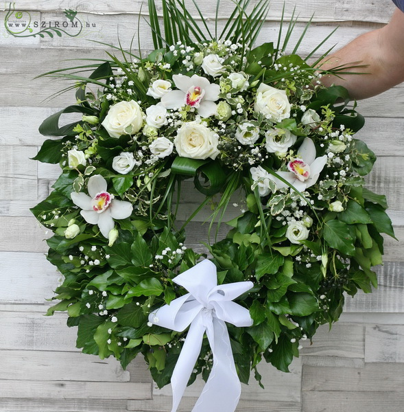 Ivy wreath with white mixed flowers (50 cm , 12 stems) - virágküldés