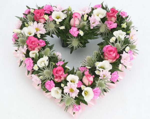 Heart wreath with pink white flowers (40 cm, 33 stems) - virágküldés
