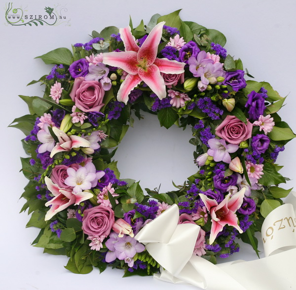 Wreath with pink purple flowers  (50 cm, 30 stems) - virágküldés