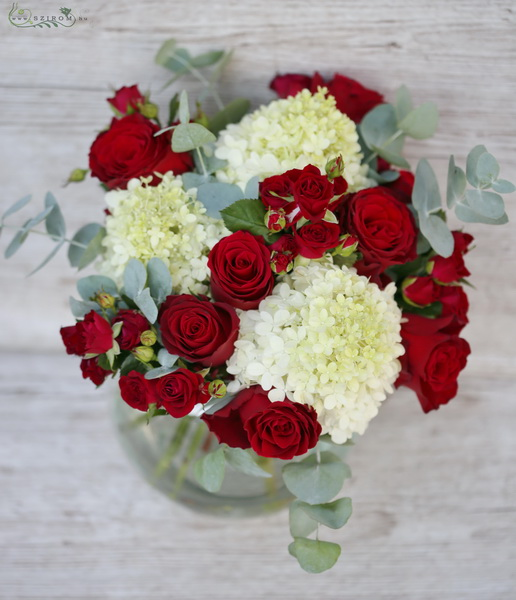 Red roses with white hydrangeas in big glass ball (15 stems) - virágküldés