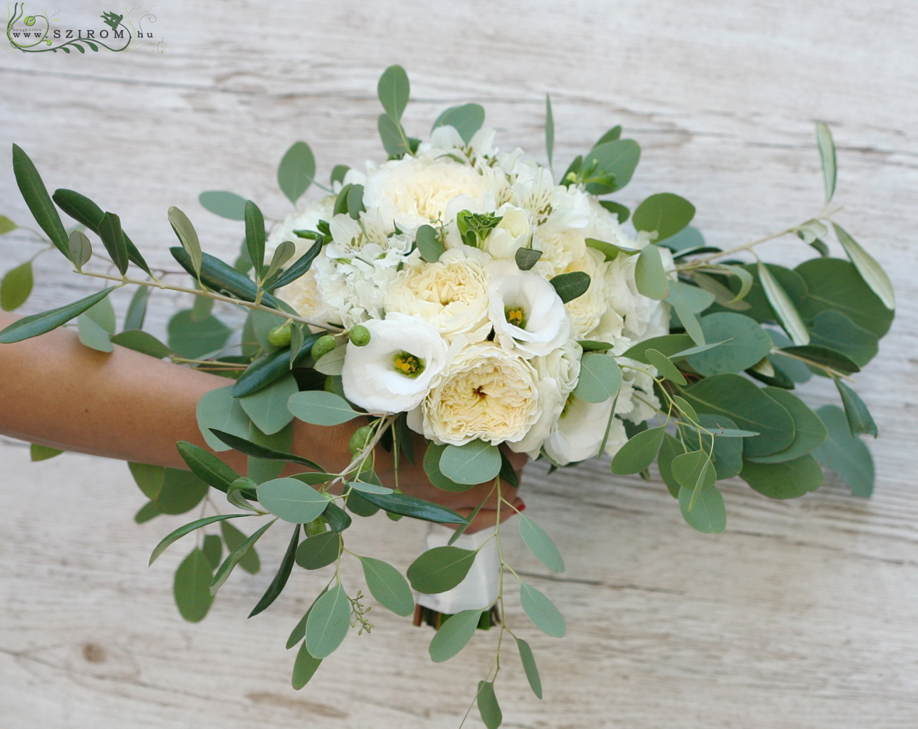 bridal bouquet (david austin roses, lizianthus, white)